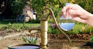 Частая проблема загородных источников – переизбыток в воде железа.