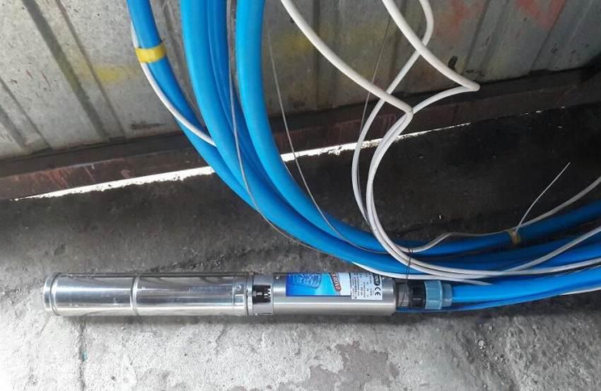 Для погружения насосной станции требуются дополнительные материалы. Расходники нужны и для подключения к электросети. Что входит в список расходных материалов: